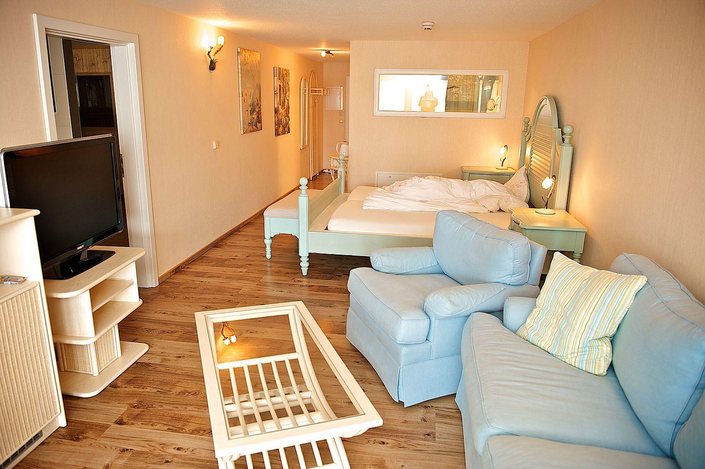 wir haben zimmer mit ausblick. Black Bedroom Furniture Sets. Home Design Ideas